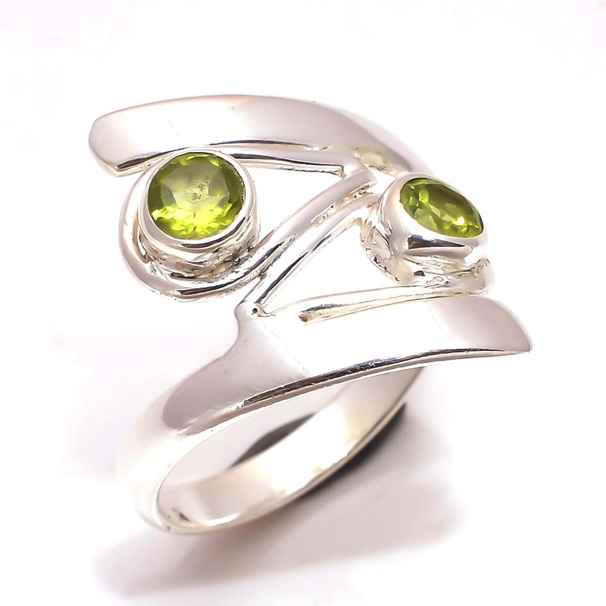 Peridot Gemstone 925 Sterling Silver Ring Size 5.5